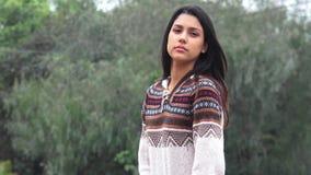 Ragazza ispana teenager graziosa di Latina stock footage