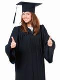 Ragazza laureata in manto che mostra pollice Fotografia Stock