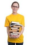 Ragazza in maglietta gialla che tiene una pila di libri Fotografia Stock Libera da Diritti