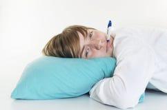 Ragazza malata con il termometro Fotografie Stock Libere da Diritti