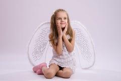 Ragazza messa con le ali di angelo Fotografia Stock Libera da Diritti