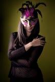 Ragazza misteriosa con la mascherina veneziana Fotografie Stock Libere da Diritti