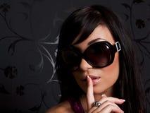 Ragazza negli occhiali da sole Immagini Stock Libere da Diritti