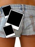 ragazza negli shorts del denim e nei telai della foto Immagini Stock Libere da Diritti