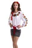 Ragazza nei vestiti nazionali ucraini isolati su bianco Fotografie Stock