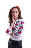 Ragazza nei vestiti nazionali ucraini isolati su bianco Fotografie Stock Libere da Diritti