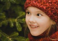 Ragazza nel colore rosso fotografie stock libere da diritti