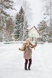 Ragazza nel dancing del cappotto di inverno del plaid Fotografia Stock Libera da Diritti