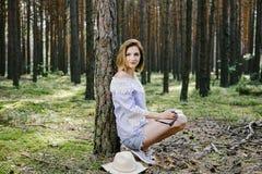 Ragazza nel legno Fotografia Stock