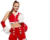 Ragazza nel vestito del Babbo Natale con il sacchetto del regalo sopra bianco Immagine Stock