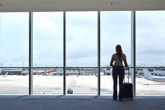 Ragazza nell'aeroporto Fotografie Stock