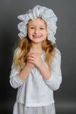 Ragazza nell'annata rustica del vestito su un fondo grigio Immagini Stock Libere da Diritti