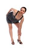 Ragazza nella curvatura grigia del vestito in avanti Immagine Stock