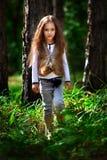Ragazza nella foresta Fotografie Stock Libere da Diritti