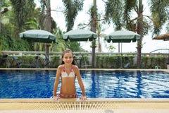 Ragazza nella piscina Immagine Stock Libera da Diritti