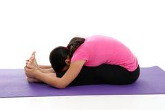 Ragazza nella posa di yoga Fotografie Stock Libere da Diritti