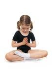 Ragazza nella posizione di loto. Yoga dei bambini. Fotografia Stock