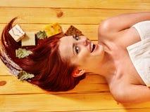 Ragazza nella sauna Fotografie Stock