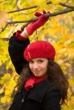 Ragazza nella sosta di autunno Fotografie Stock Libere da Diritti