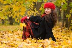 Ragazza nella sosta di autunno Fotografia Stock Libera da Diritti