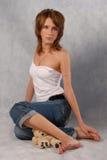 ragazza nello studio sul pavimento Fotografia Stock Libera da Diritti