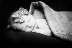 Ragazza neonata sonnolenta Fotografia Stock