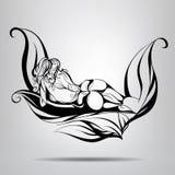 Ragazza nuda che si trova nelle foglie Fotografia Stock
