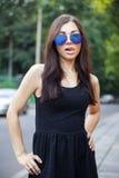 Ragazza in occhiali da sole Fotografie Stock Libere da Diritti