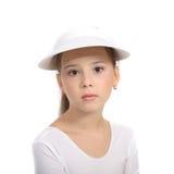 Ragazza in parte superiore e cappello di tennis immagini stock libere da diritti