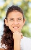 Ragazza pensierosa dell'adolescente fuori Fotografia Stock