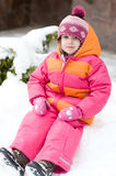 Ragazza piacevole del bambino in cappello di colore rosa di inverno Fotografia Stock