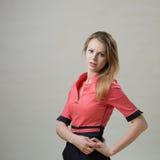 Ragazza piacevole snella in un vestito rosa Fotografia Stock Libera da Diritti