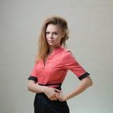 Ragazza piacevole snella in un vestito rosa Immagine Stock Libera da Diritti