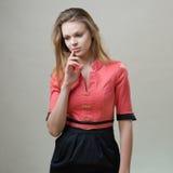 Ragazza piacevole snella in un vestito rosa Immagini Stock Libere da Diritti
