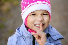 Ragazza-preschooler in giacca blu Immagine Stock
