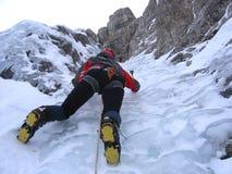 Ragazza rampicante del ghiaccio Immagine Stock