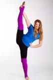 Ragazza relativa alla ginnastica del ballerino con il buon allungamento Fotografie Stock
