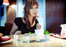 Ragazza in ristorante Fotografia Stock