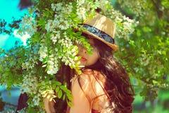 Ragazza romantica di bellezza all'aperto fotografia stock