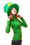Ragazza rossa dei capelli in cappello del partito del leprechaun del giorno di San Patrizio Fotografia Stock Libera da Diritti