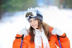 Ragazza in sciatore in vestiti luminosi Fotografie Stock Libere da Diritti