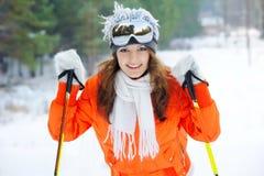 Ragazza in sciatore in vestiti luminosi Immagini Stock