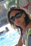 Ragazza sensuale con gli occhiali da sole Fotografia Stock Libera da Diritti