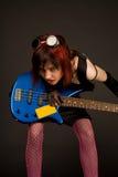 Ragazza sensuale della roccia con la chitarra bassa Fotografia Stock Libera da Diritti