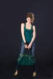 Ragazza sexy con il sacchetto verde Fotografie Stock Libere da Diritti