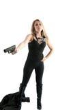 Ragazza sexy nel nero che indica una pistola voi. Fotografia Stock Libera da Diritti