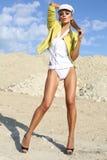 Ragazza sexy in rivestimento giallo Fotografia Stock