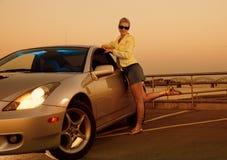 Ragazza sexy vicino all'automobile Fotografia Stock Libera da Diritti
