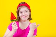 Ragazza sindrome di Down con la grande lecca-lecca Immagine Stock Libera da Diritti
