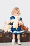 Ragazza sorridente 4 anni con gli orsacchiotti Fotografie Stock